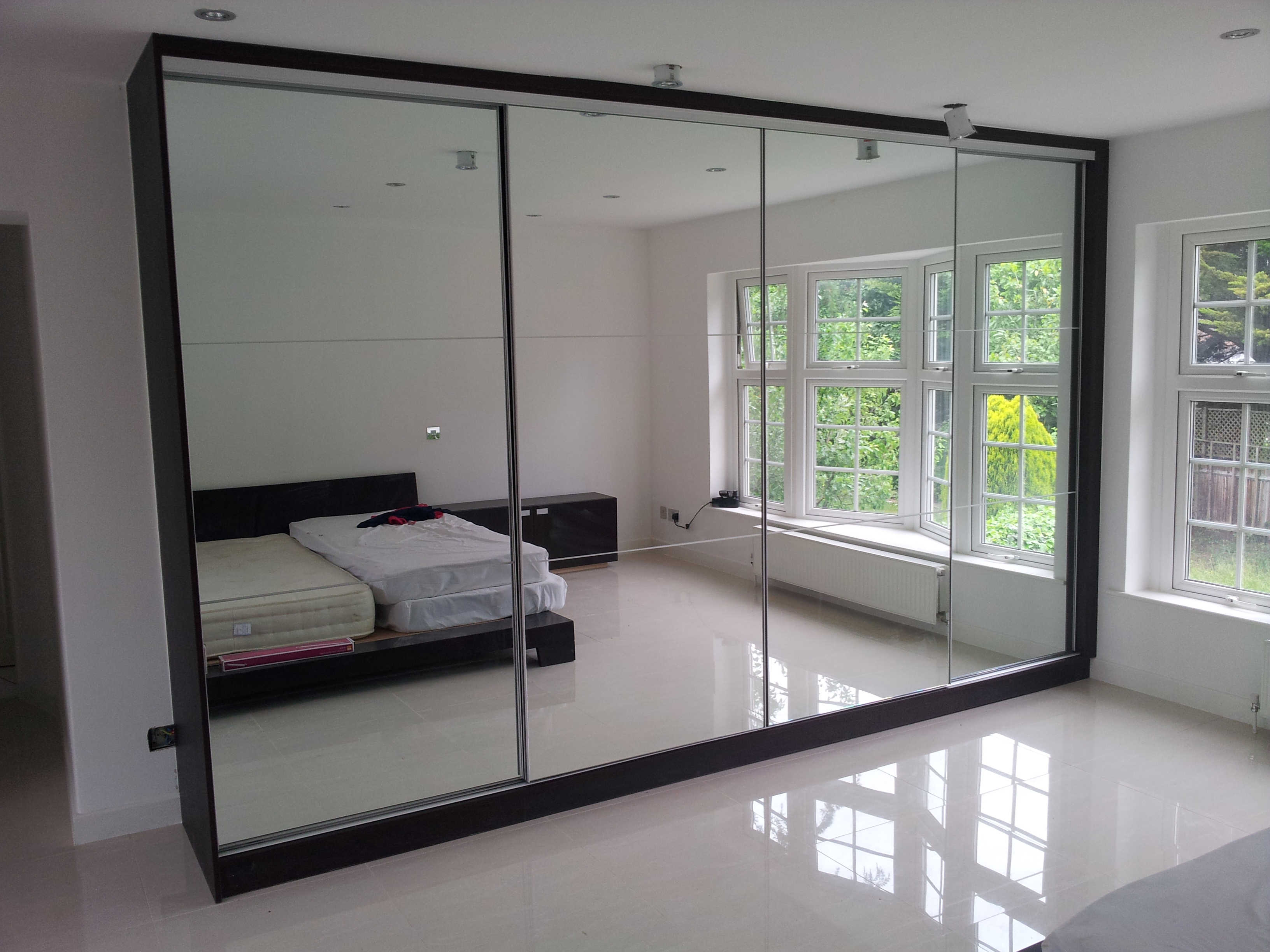 Sliding door wardrobe sliding wardrobes london for Sliding mirror doors